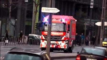 美国的消防车太厉害了,如果你不让道我就用喇叭怼你