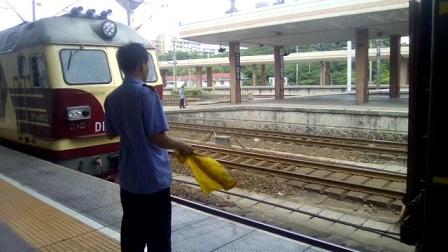 客车K2906次温州~西安杭州站挂车作业