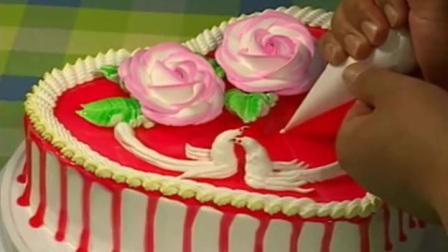 蛋糕现场裱花视频 生日蛋糕奶油的做法.MP