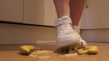 美女AF1运动鞋