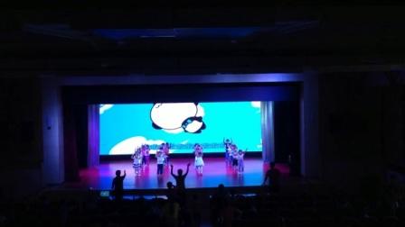 陕西省商业幼儿园小二班舞蹈《快乐的小青蛙》排练现场