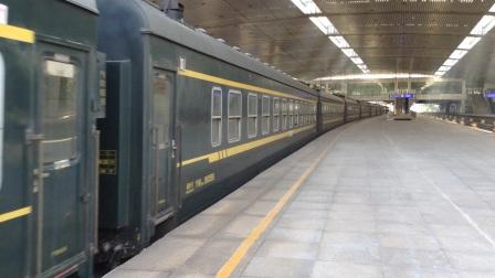 济南站站调东风5-1088牵引K8262/1次车底出站暴力加速(20170527)