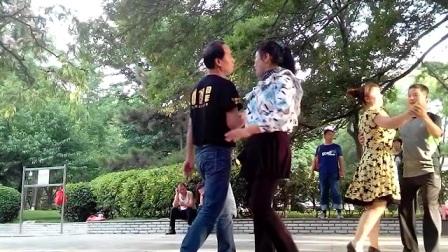 石家庄长安公园人民广场。2017年5月31日。石家庄钢铁厂王健交际舞。47岁的时候视频留念。