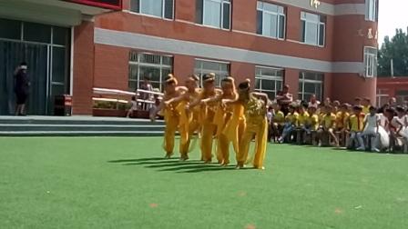 大柳镇中心小学四年级二班庆六一儿童节汇演——舞蹈天竺少女