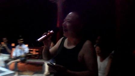 都来福上传南县老中青阳光自乐队昨晚在石矶头演唱花鼓片段!