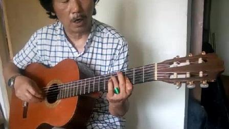 刘其奇,弹唱哈萨克族民歌《燕子》