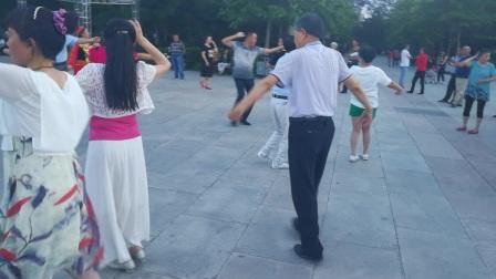 孙老师和侯老师在额敏县广场跳舞 视频制作  马新喜