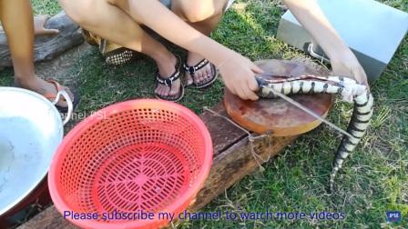 柬埔寨媳妇野外抓鱼摸虾做饭合集57