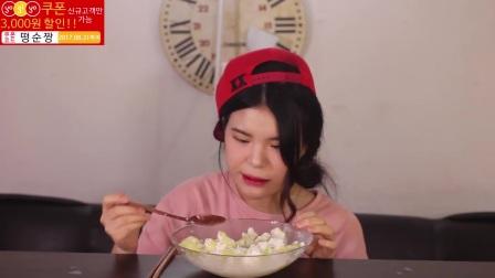 [Ddongsoon吃播][Eating Sound]树莓芝士通心粉蜜瓜冰沙炒年糕冰块生菜z(2)
