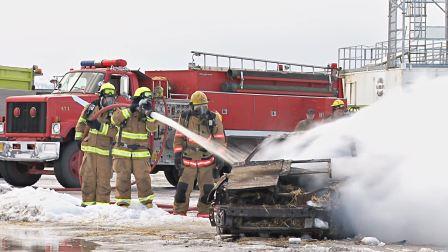 YSSC-02260-汽车自燃消防队扑救浓烟滚滚实拍高清视频素材