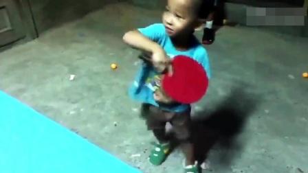外国人为了超过中国乒乓也是够拼的, 这技术勉强能在国乒捡球了