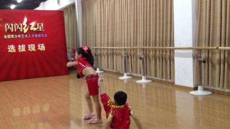四岁小朋友 可爱的甩葱歌 舞蹈