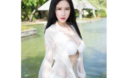 水中仙子真心养眼, 白色长裙搭性感泳衣优雅有气质