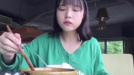【午餐是:土豆牛腩煲饭】饭后来一个海盐柠檬的冰激淋!夏天就是要吃冰的啊!嘿嘿开心!