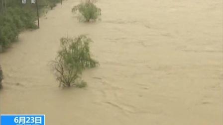 新闻现场·湖北崇阳:强降雨来袭 隽水河水位上涨 170623