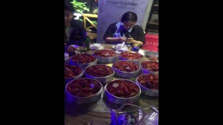 嘉兴2波吃货团,白天不吃饭,晚上跑煲得鲜PK吃龙虾