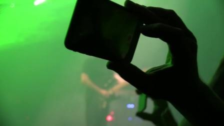 David Gilmour - Comfortably Numb (featuring Benedict Cumberbatch)