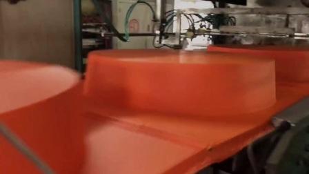 全自动高速真空吸塑机生产