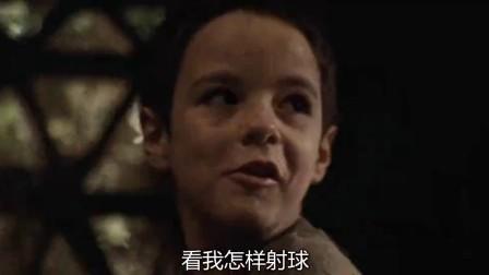 圣安娜奇迹 小男孩仓库遇炸被埋 士兵拼力救人