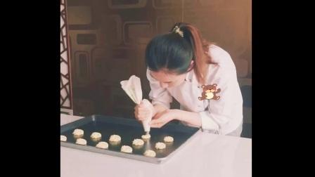 Hello 我是Lydie,毕业于法国蓝带厨艺学院巴黎校区 游历过欧洲十多个国家的法式甜点师,我要参加锋味海选 圆自己的小梦想