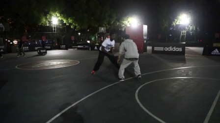 Devin Williams Plays 1 On 1 In Shanghai!! Crazy American Basketball Player