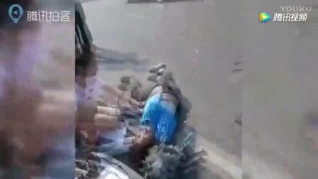 外卖小哥车祸昏迷 90后美女护士跪滚烫地面抢救_标清