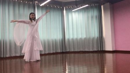 无锡三千瑜伽的瑜伽教练培训班学生的舞韵瑜伽《凉凉》