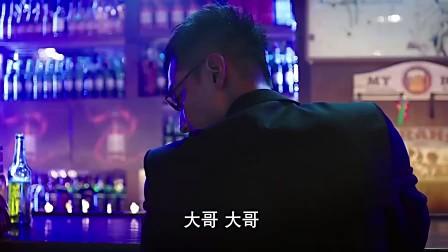 猥琐男酒吧调戏美女 最后惨被教训 真活该!