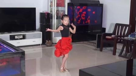 八岁少女跳拉丁舞