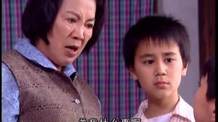 弟弟被奶奶惩罚毒打,哥哥心疼死了