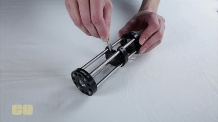 可更换的光学安装座和侧面接入安装板
