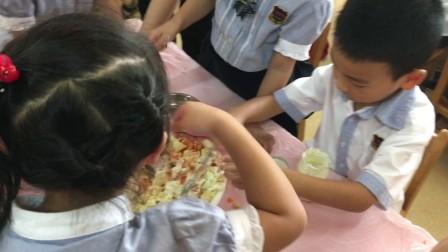 幼儿园小朋友自制蔬菜沙拉🥗