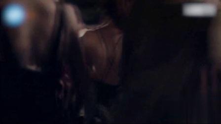 重庆美女打架, 一不小心衣服就撕开了岔, 太尴尬了!
