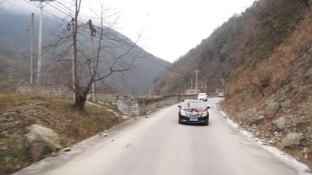 精彩视频欣赏彝族姑娘出嫁的一路花车