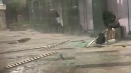 成都大暴雨现场视频 来自www.blpanda.com