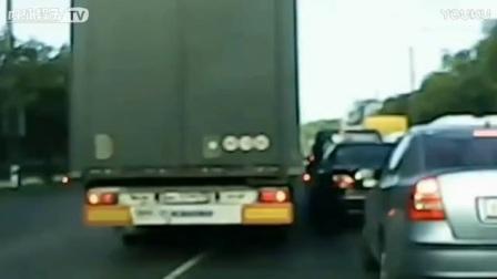 有种女司机叫电车女司机,车被蹭了真的好淡定!_标清