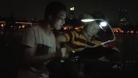 """""""北京,北京!""""(玄武湖游人,高一新生滕同学周六晚献唱,吉他伴奏:Tony大叔)"""