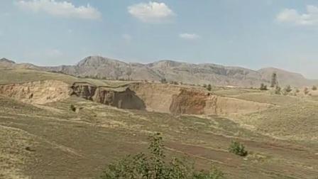 我的家乡内蒙古巴彦淖尔市乌拉特前旗小佘太镇新丰村,我们村民房后,因大中矿业采矿采空造成大面积塌陷了