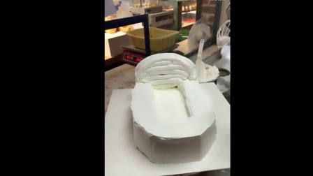 马桶形状的蛋糕你下的去口吗? 生日蛋糕做成这样, 了蛋糕师吗