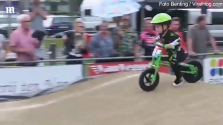 [K分享] 萌娃用超叼骑车姿势夺得冠军
