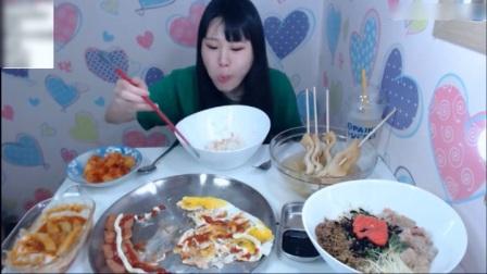 韩国大胃王卡妹吃泡面和关东煮, 还得再来点火腿和荷包蛋!