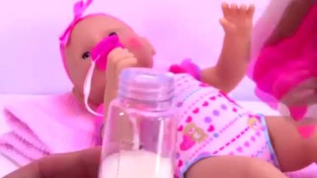 高情商玩具给玩具娃娃巴巴便便