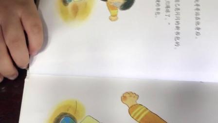 《我上一年级啦》,5周岁8个月22天,图书馆借来的书妈妈读一次,然后他讲一次,接下来我们上大班,一年后一年级,小尚尚你啥时能认识字自主阅读呢?