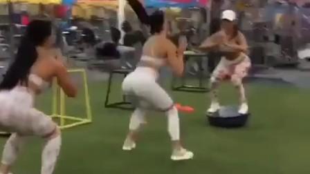 健身才是王道, 男朋友最喜欢的丰满翘臀就是这么来的!