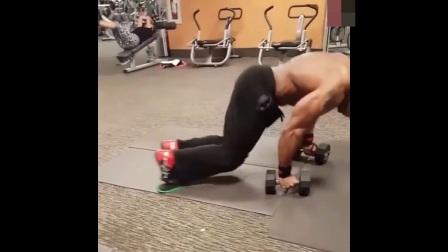 这样的腹肌训练还是第一次看到, 只有高手才能将它做的标准