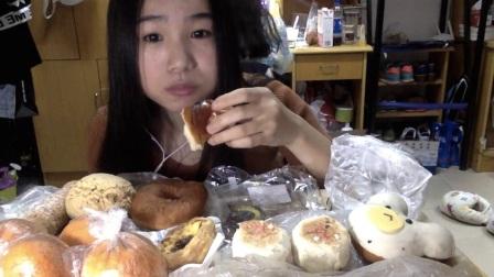 40爱吃饭的妹子 多乐之日面包+鲜肉月饼~ 中国吃播_美食圈_生活