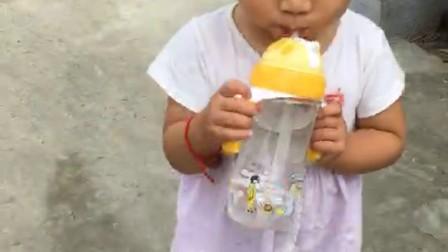 王梦涵喝水