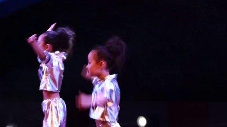舞蹈《左手右手》榆阳区鱼河镇蓝梦文化艺术培训中心选送