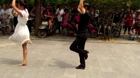 沈阳于洪区和谐广场永远幸福快乐少年吉特巴舞蹈队-阿瓦人民唱新歌-十送红军。。