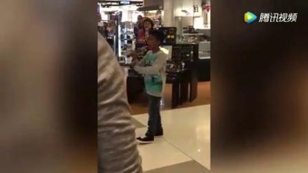 【龙凤传奇】小帅哥在商场唱歌